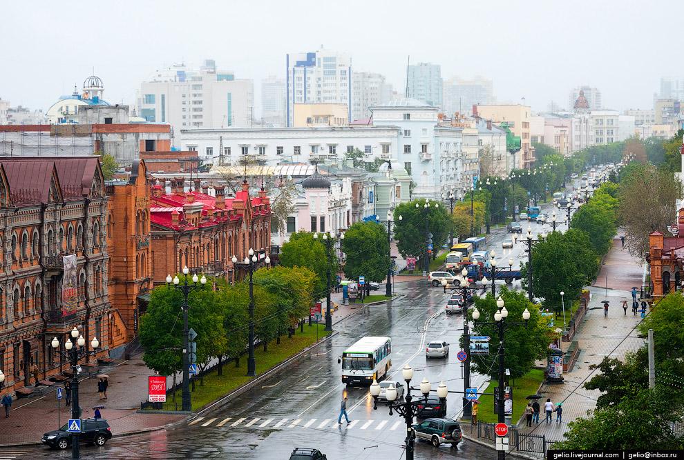 18. Улица Муравьёва-Амурского выходит на главную площадь Хабаровска – площадь Ленина.
