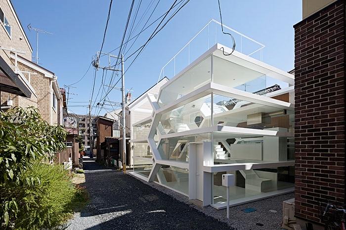 1. Архитектором этого необычного проекта является Юсуки Карасава, на счету которого уже не одна смел