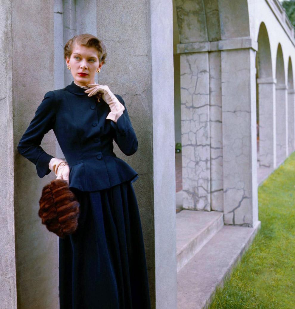 25. Графиня Де Куинтанилла в одежде от Мэри Блэк. Фото Женевьев Нейлор, 1948 год.