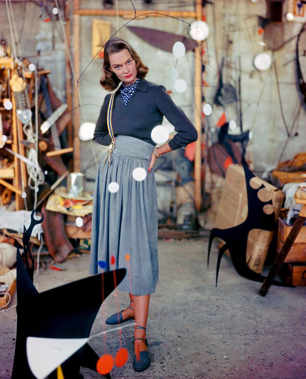 27. Модель в шубе из скунса от Кристиан Диор. Фото Женевьев Нейлор, 1949 год.