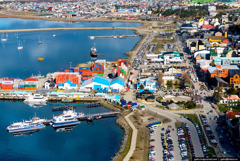 4. В порту Ушуаи швартуются и прогулочные суда-катамараны. Обзорные морские экскурсии по пролив