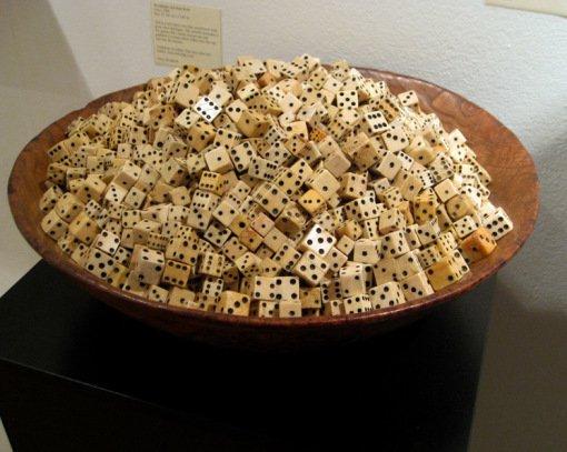 1. «Миска Игральных Костей» от Стивена С. Пауэрса Перед вами сами настоящая коллекция из 3326 костей