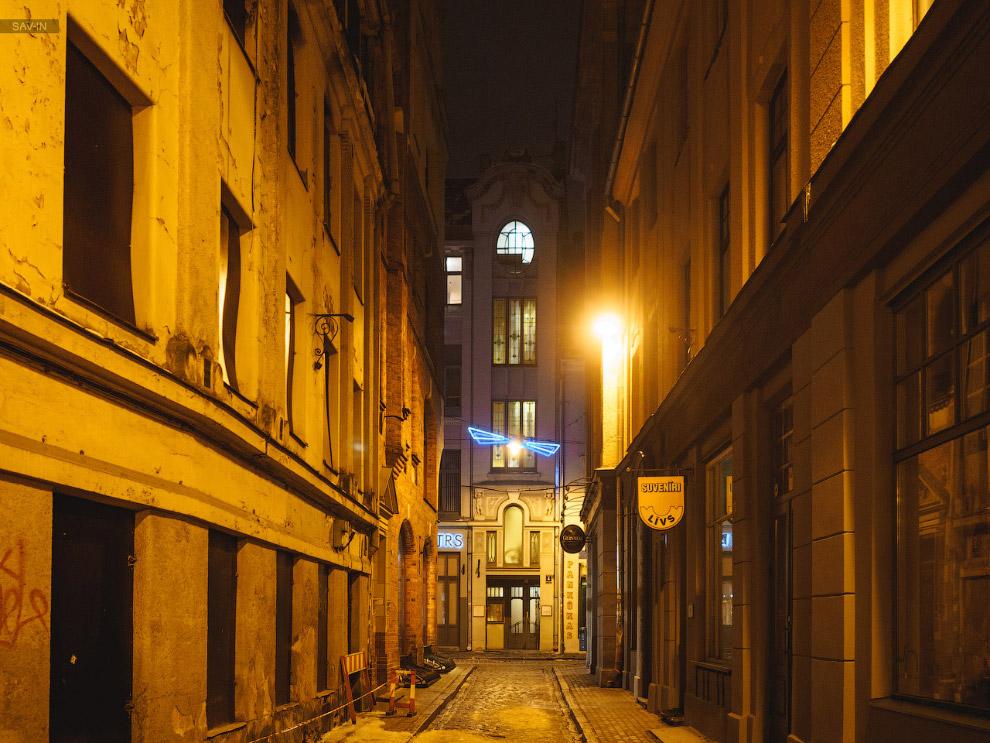 6. Главный собор города — Домский, и одноимённая площадь.