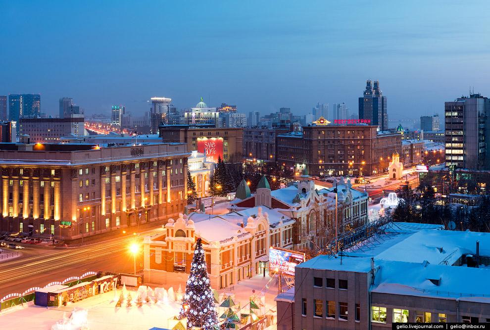 8. Улица Ленина. В центре фото областной театр кукол.