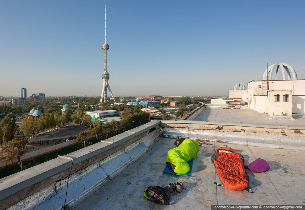 Первое впечатление об Узбекистане у нас складывалось на увиденном в Ташкенте. Сразу бросилось в