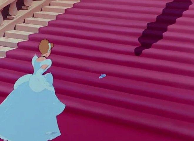 10. Почему, когда Аладдин просит сделать его принцем, то Джинн всего лишь дает ему одежду и устраива
