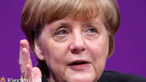 Меркель призвала ускорить отправку беженцев изГермании