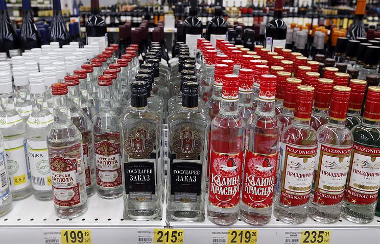 В Государственную думу внесен законодательный проект озапрете продажи алкоголя лицам до21 года