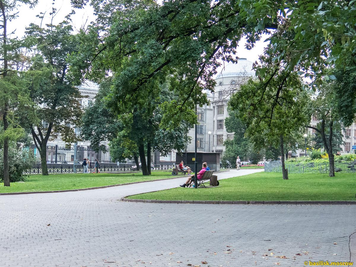 Китайгород. Старая площадь. Памятник героям Плевны. Ильинский сквер. Июль 2016