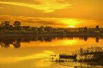 Разливался золотом закат