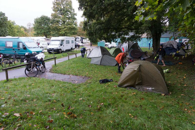 место для палаток у туалета в кемпинге Мюнхен Thalkirchen