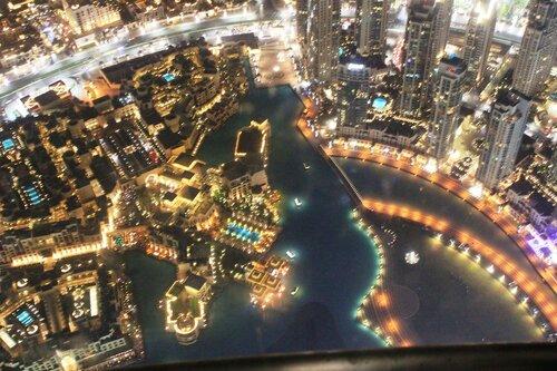 Канал в Дубае ночью