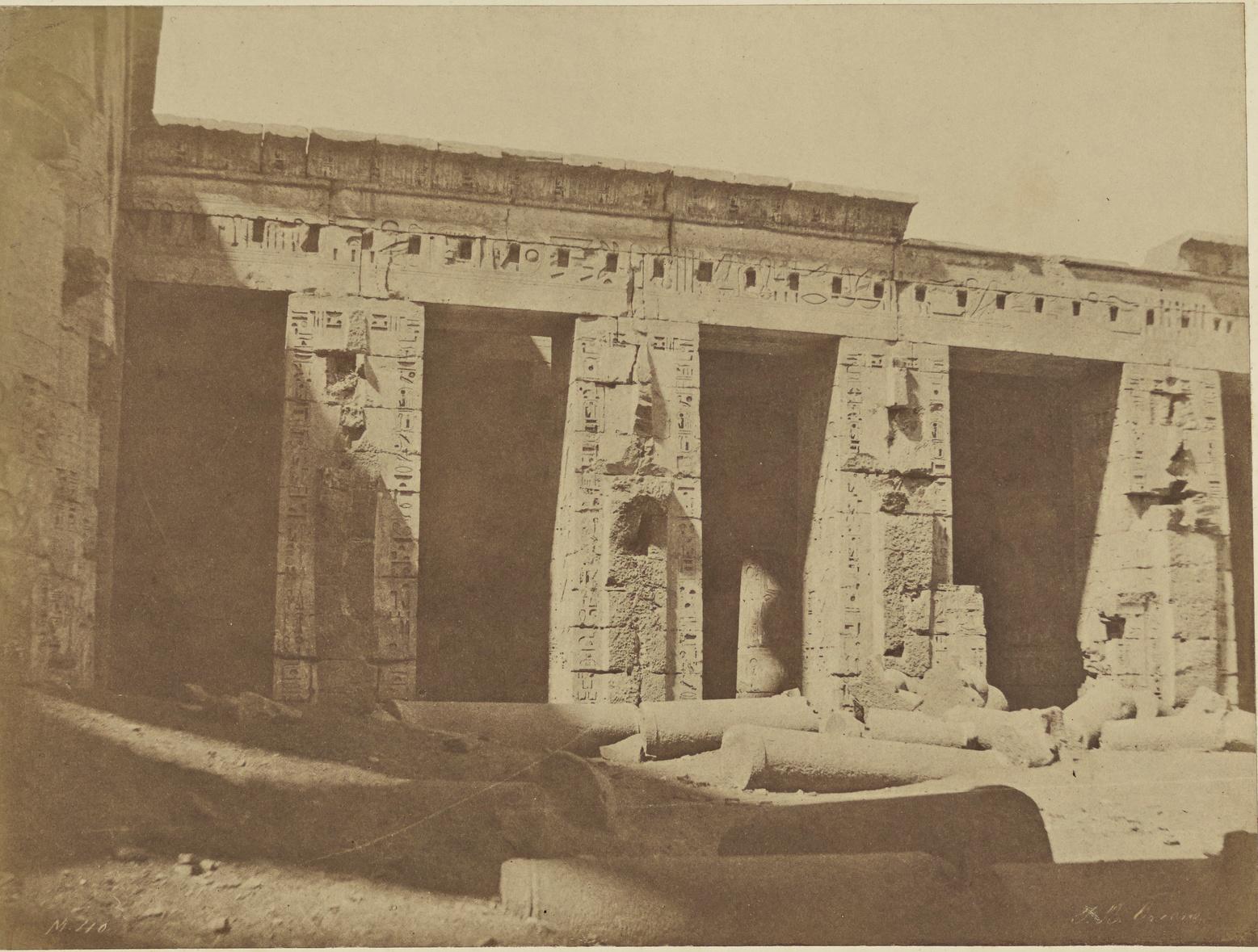 Мединет-Абу. Дворец Рамсеса II. Второй двор (западная сторона)