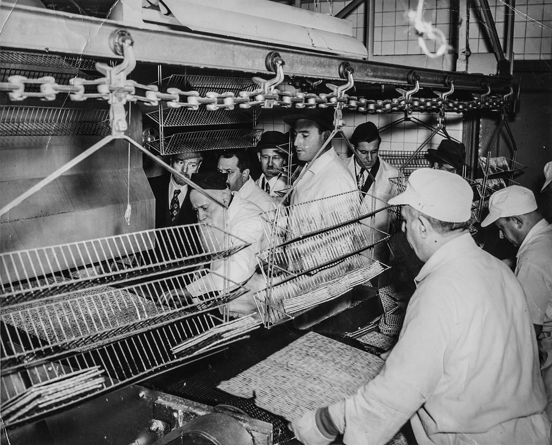 1930-е. Изготовление мацы