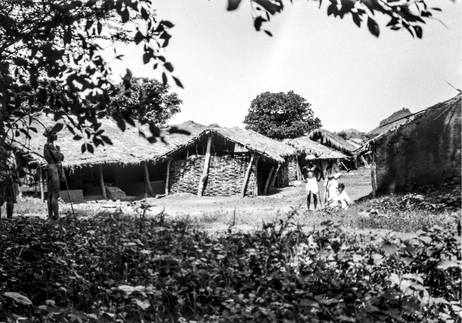 802. Гайба. Вид деревенских хижин