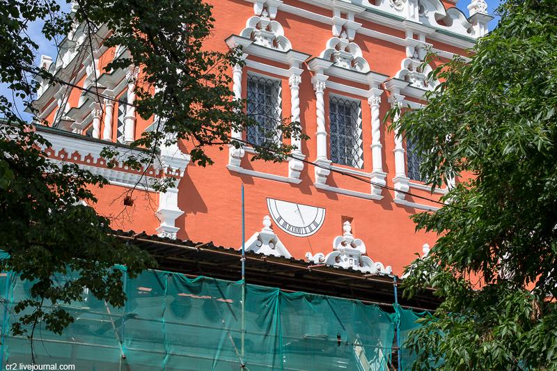 Москва. Солнечные часы при храме Воскресения в Кадашах