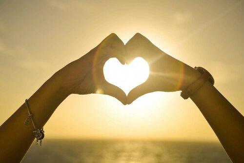 Любовь появляется на пятом свидании и живет пять лет