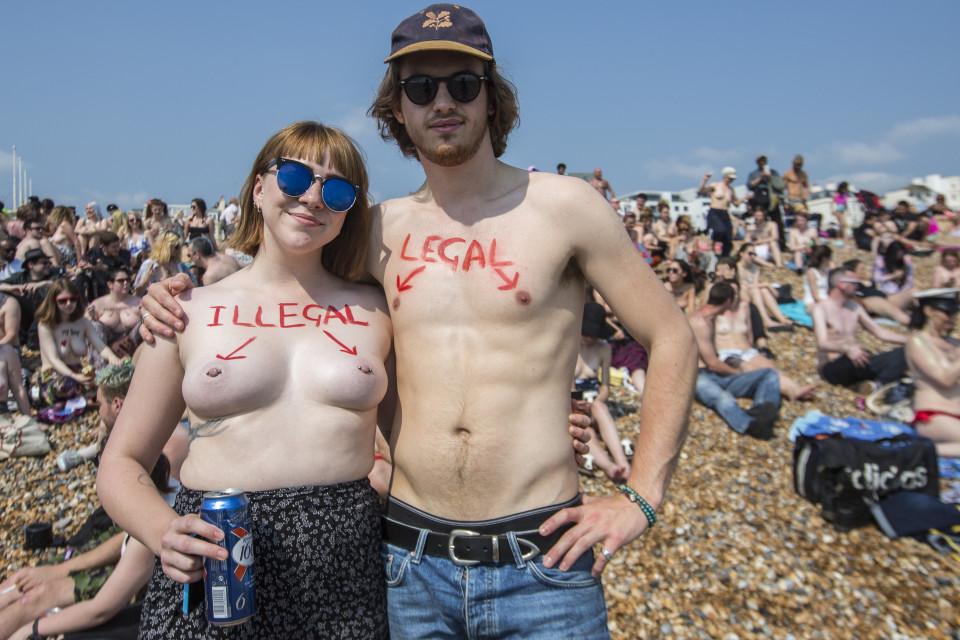 Акция «Свободу соскам» в Англии
