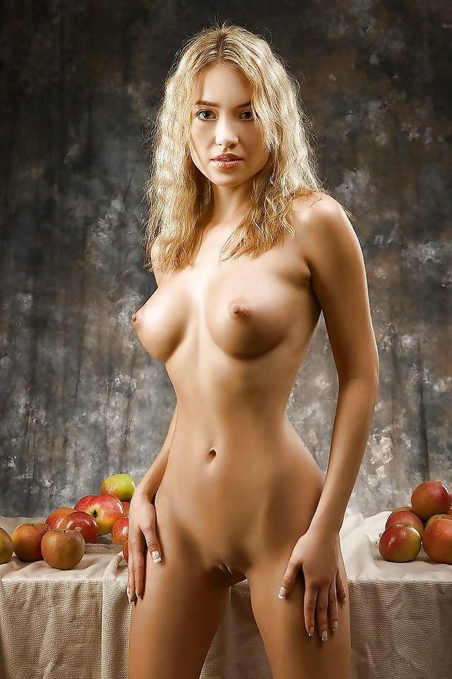 fotomodeli-golie-prosmotre-foto
