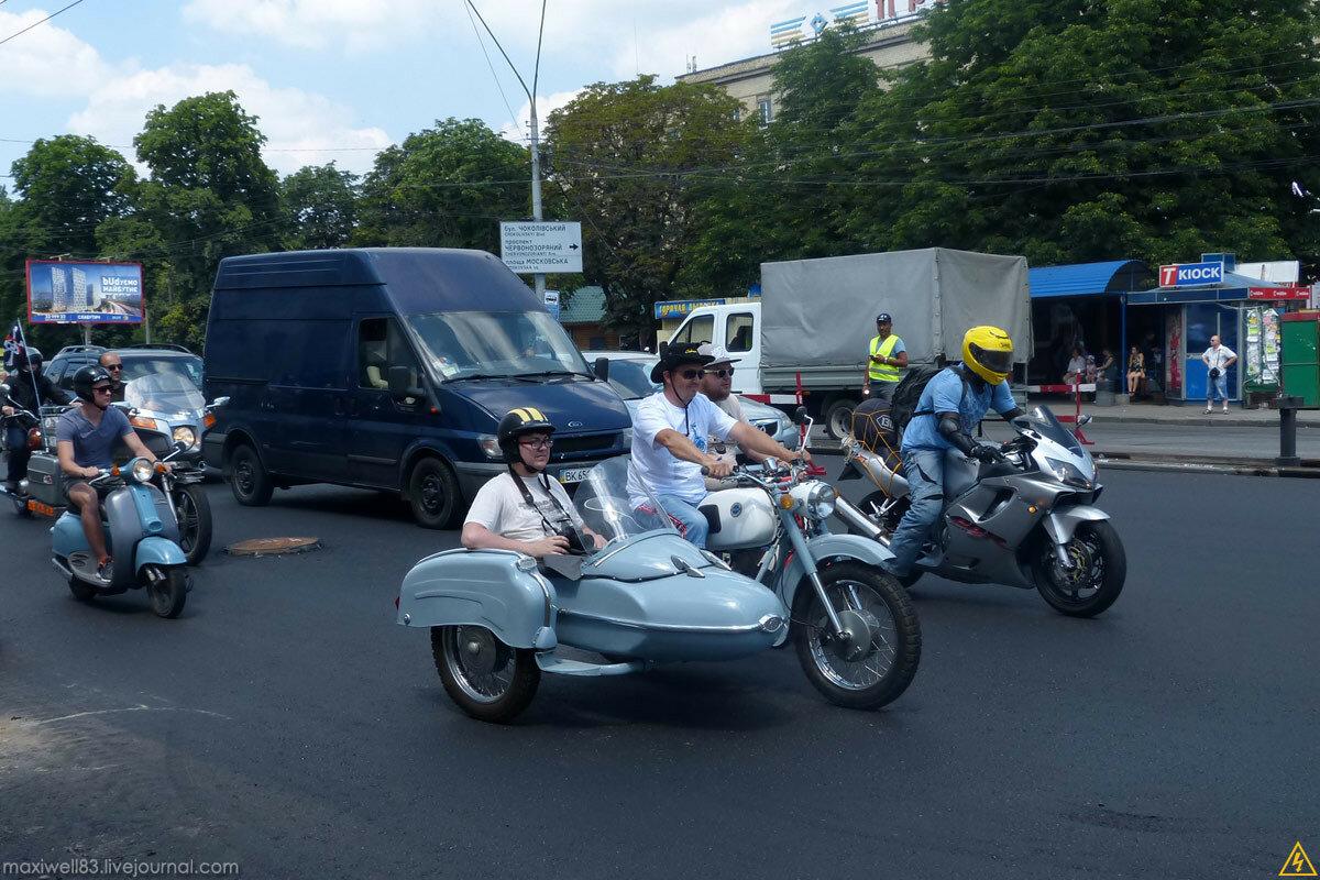 Парад ретро-авто на Шулявці