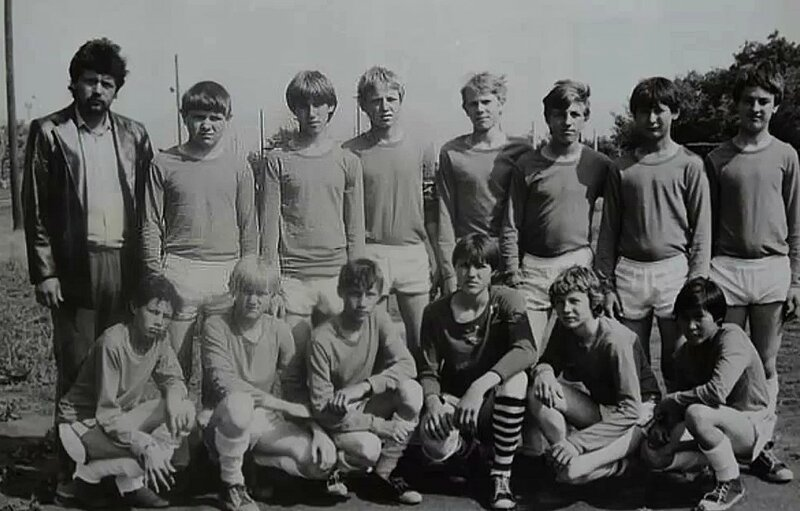 Футболисты.