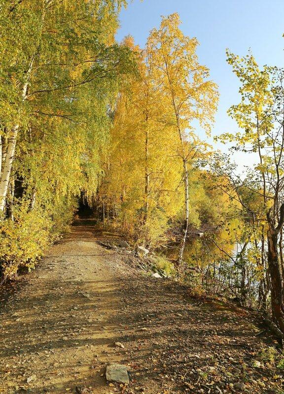 Осень на Урале. Кировград. Тихий вечер на берегу пруда
