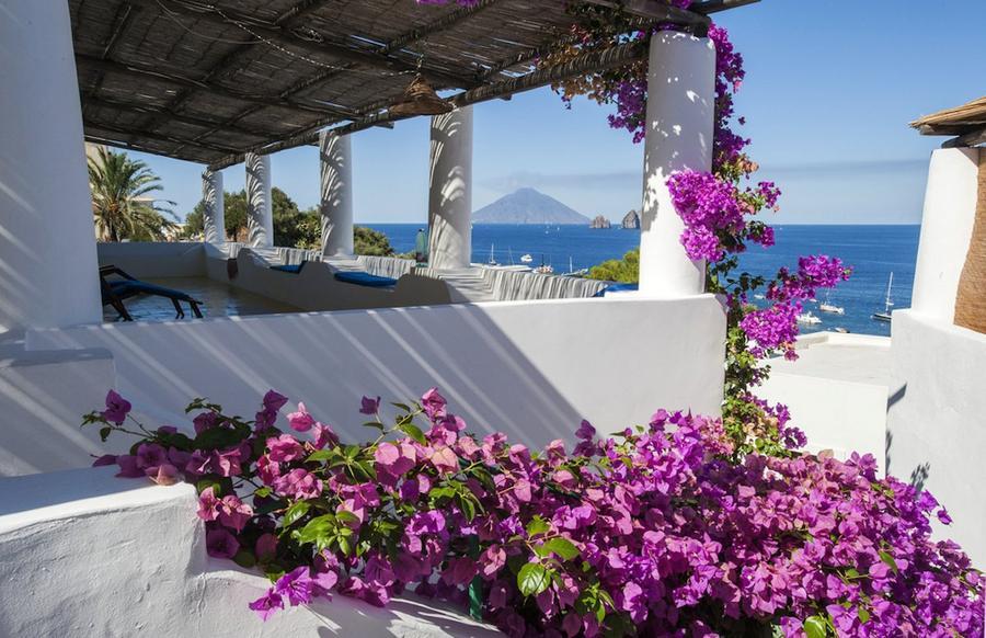 16. Стромболи (Италия) Поиграйте с опасностью на итальянском острове Стромболи, который является дом