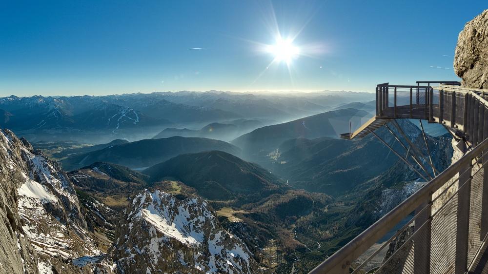 На леднике Дахштайн в Альпах расположен один из самых высоких мостов в мире. Что и говорить: если ва