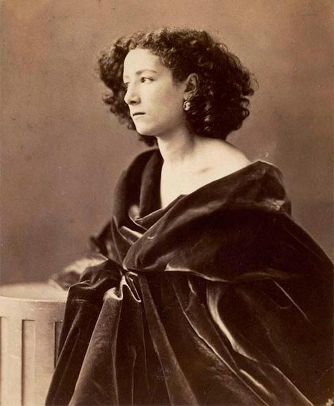 Сара Бернар (Sarah Bernhardt) родилась в 1844 году в семье модистки-куртизанки и адвоката. Детство б