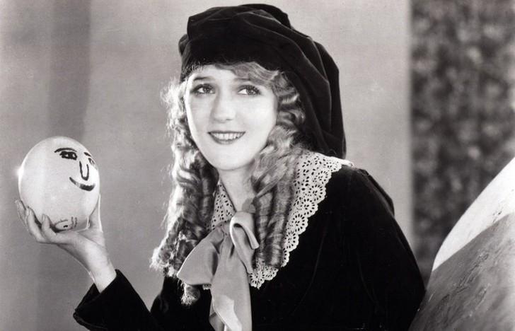 Мэри Пикфорд В 1933 году Дисней хотел видеть Мэри Пикфорд в роли Алисы. Проходили пробы, сохранились