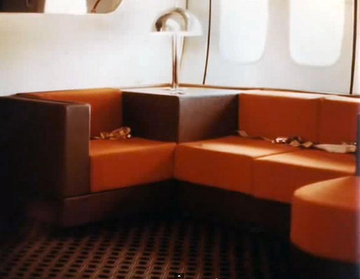 Комфортные диваны для самых взыскательных пассажиров.