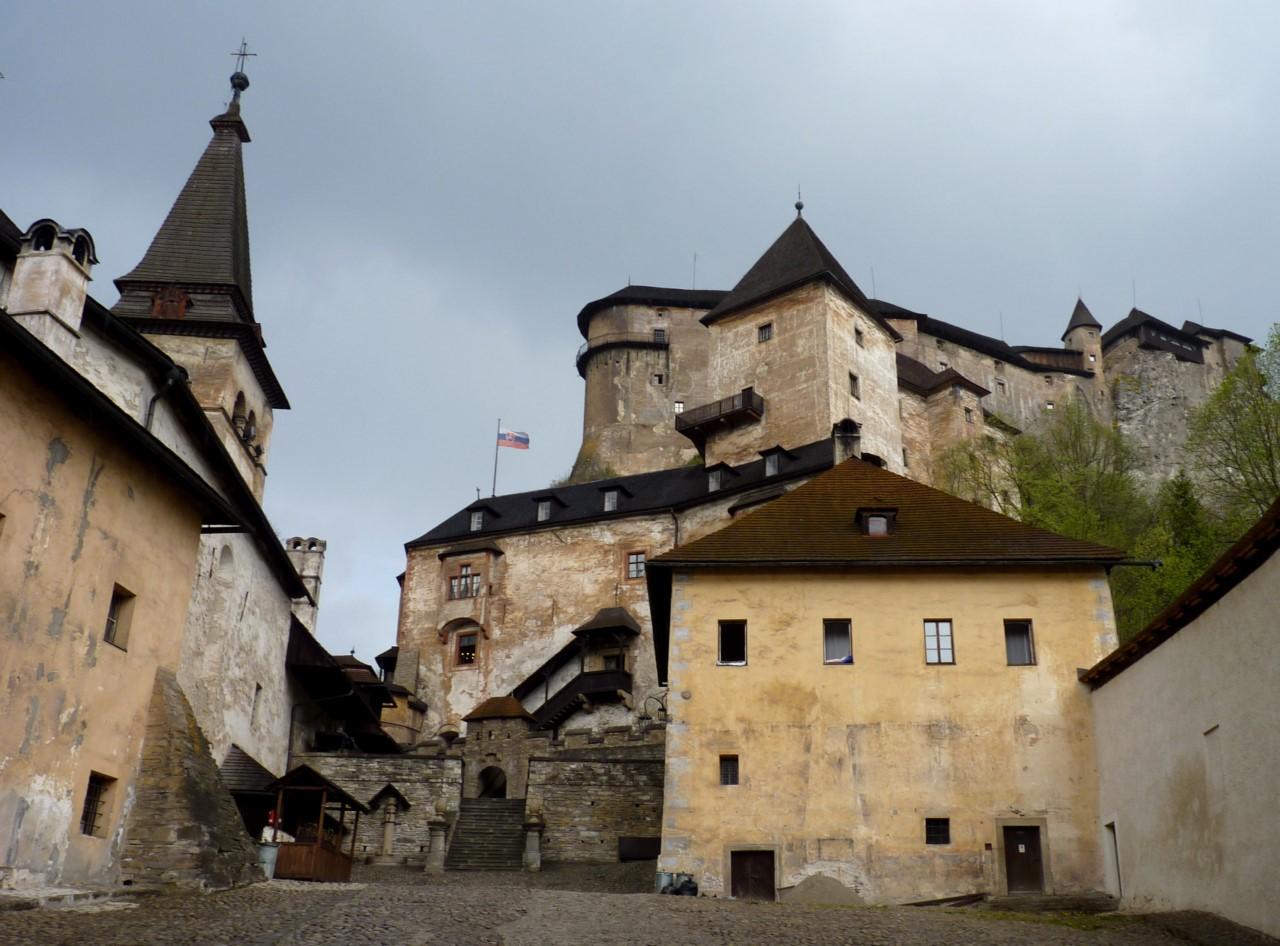 Вернемся еще к страницам истории. В предверии Османского вторжения, в 16-м веке, Оравский замок прио