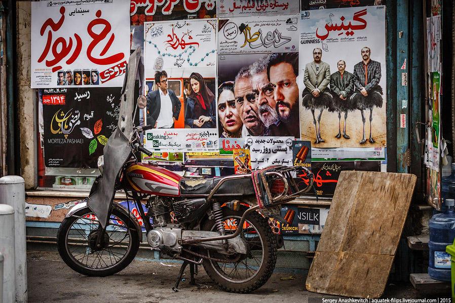 28. В Иране очень любят кино, здесь довольно много небольших кинотеатров. Фильмы в основном иранског