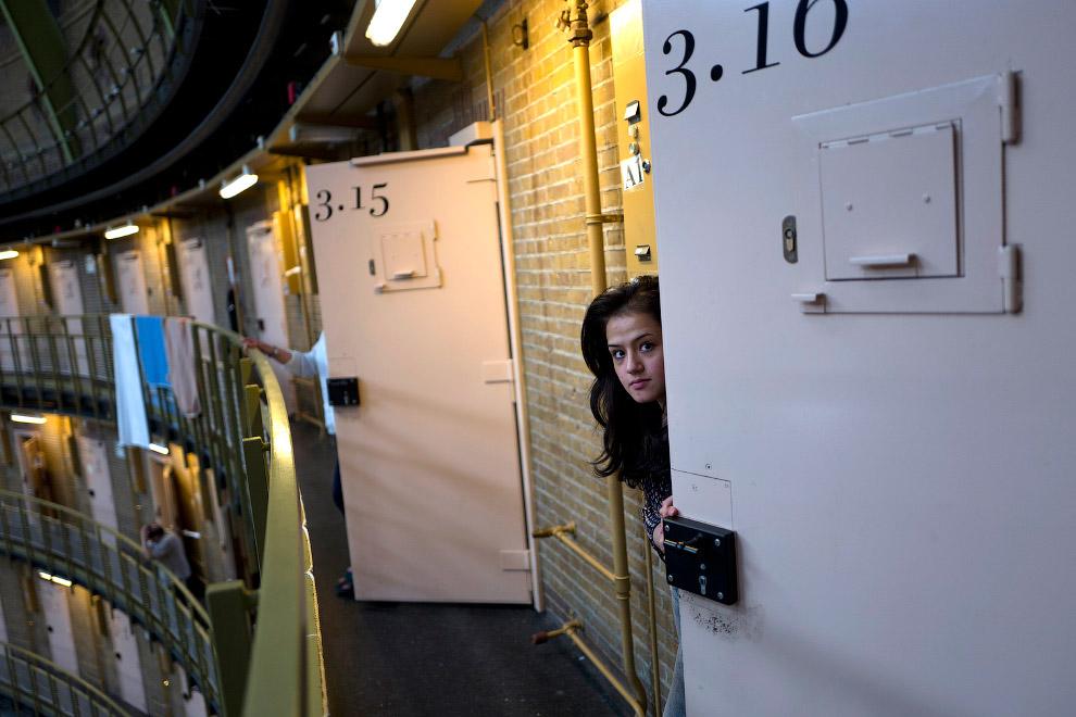 4. Весной 2016 года Мухайсен в течение 40 дней снимал беженцев, размещенных в трех бывших тюрьм