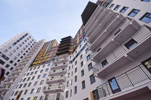 В столице России 15-летняя девушка спрыгнула с9-го этажа иосталась жива