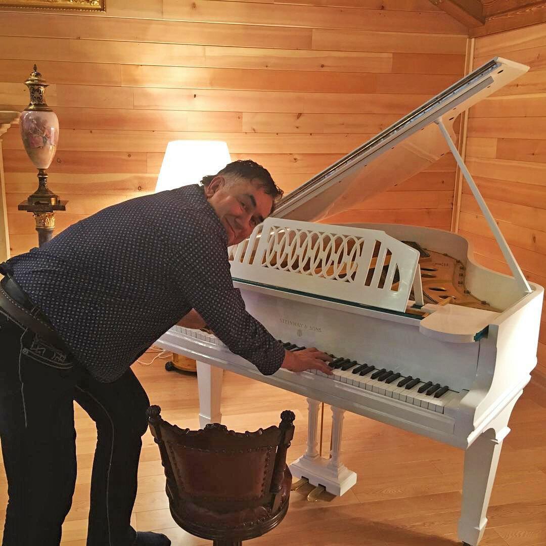 Что это за жизнь, без пианины?