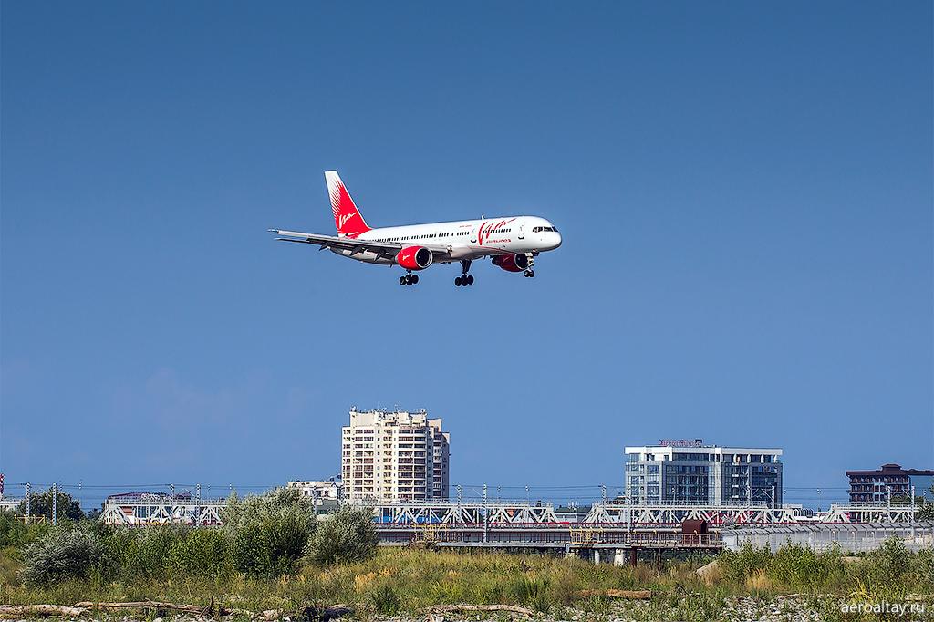 Самолет Вим-Авиа в аэропорту Сочи