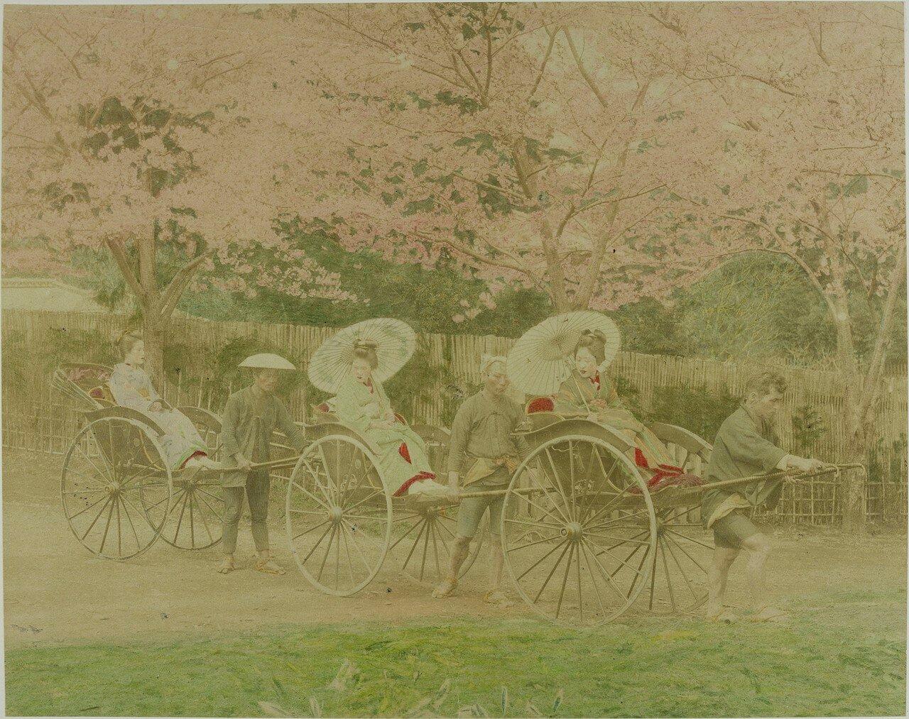 Три японки на рикшах