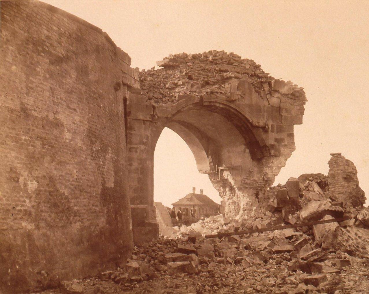 Разрушенные городские ворота