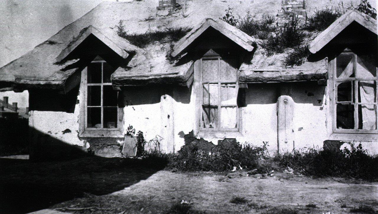 Покрытый дерном дом