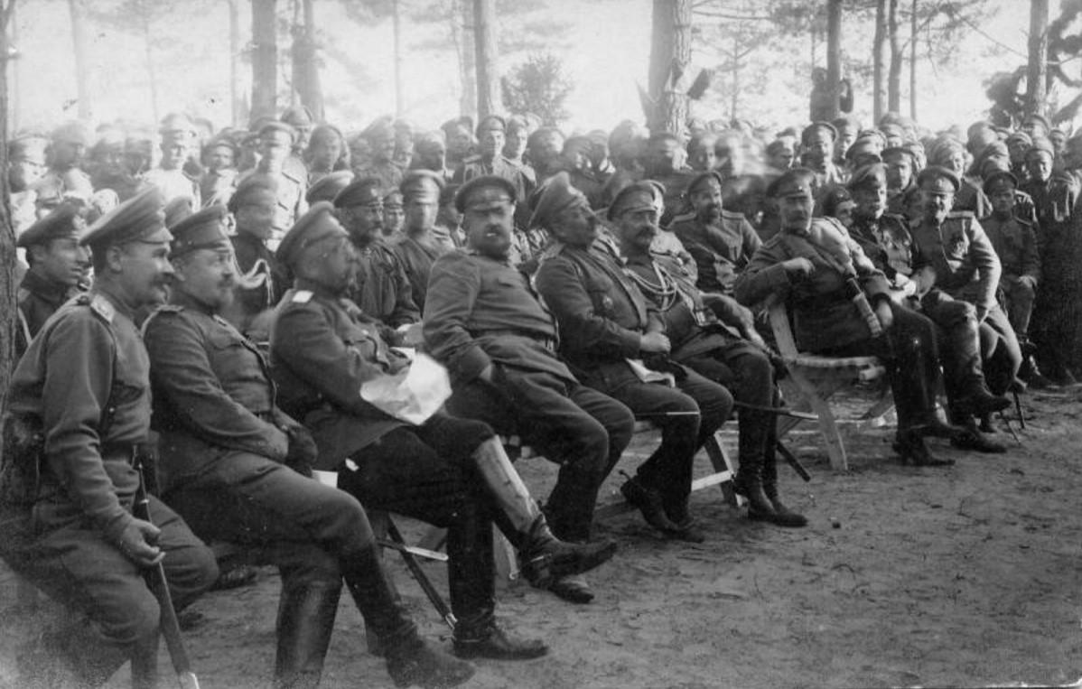 Во время представления полкового театра