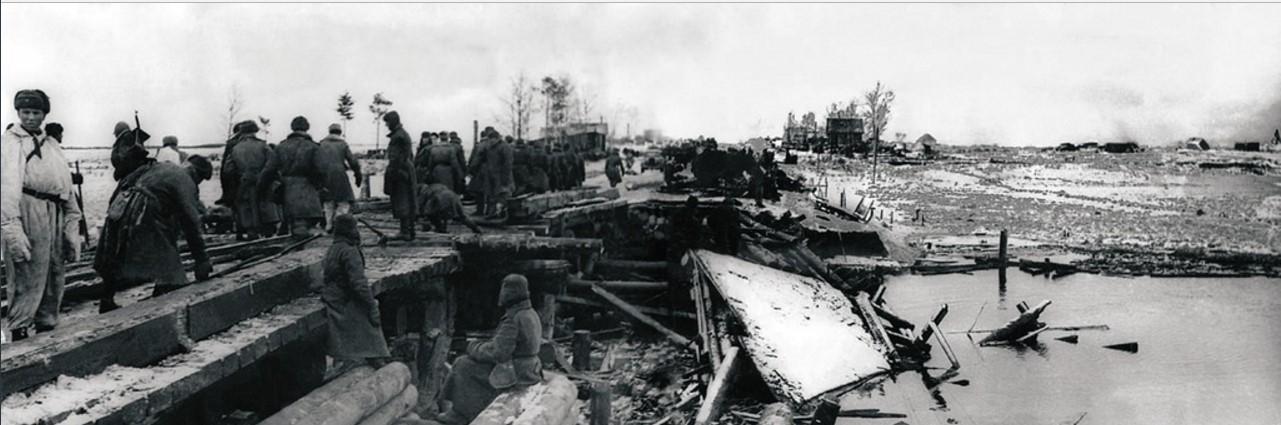 1944. Район Гатчины (Красногвардейск). Ремонт моста через реку Ижору, взорванного фашистами при отступлении. 8 марта