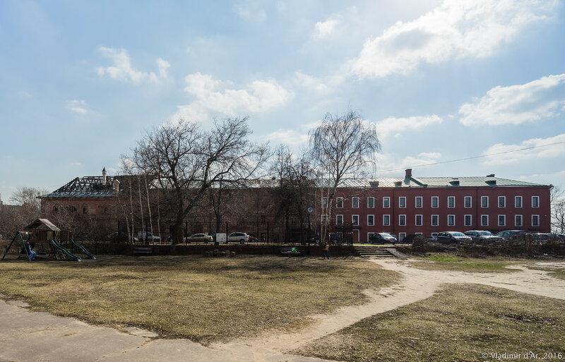 Крутицкий казенный приказ (XVII век) и здание бывшей гарнизонной гауптвахты (XIX век)