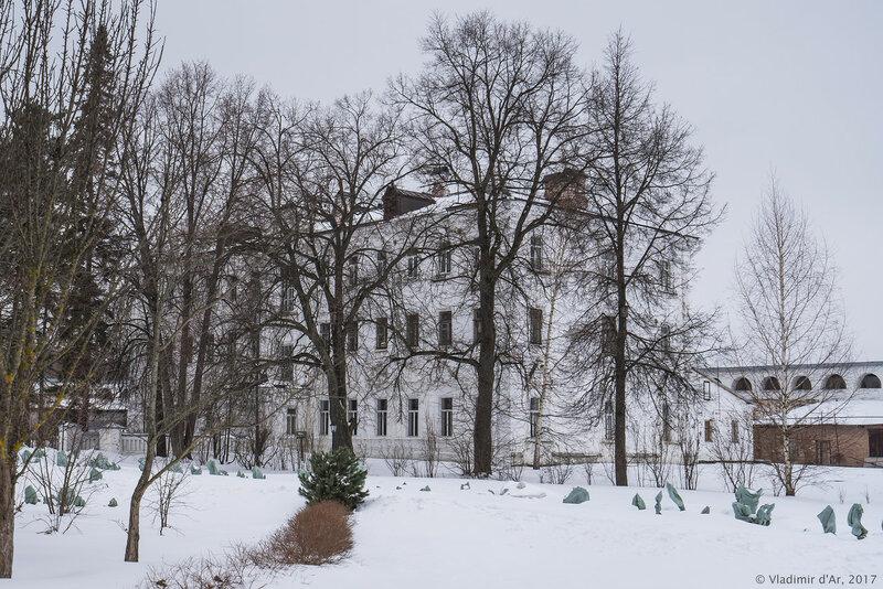 Братский корпус с гостиницей (1910 г.). Иосифо-Волоцкий монастырь