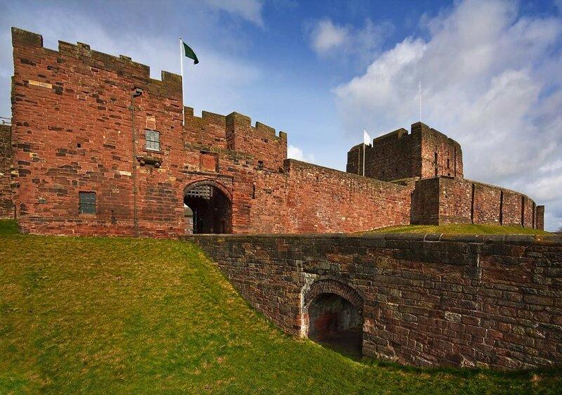 carlisle-castle-entrance-gate-moat-168334568.jpg