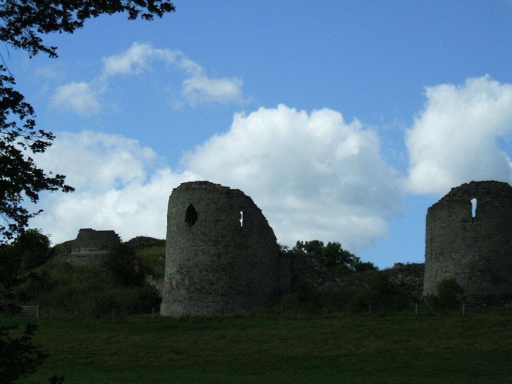 fs1000x800px-Chartley_Castle_2.jpg
