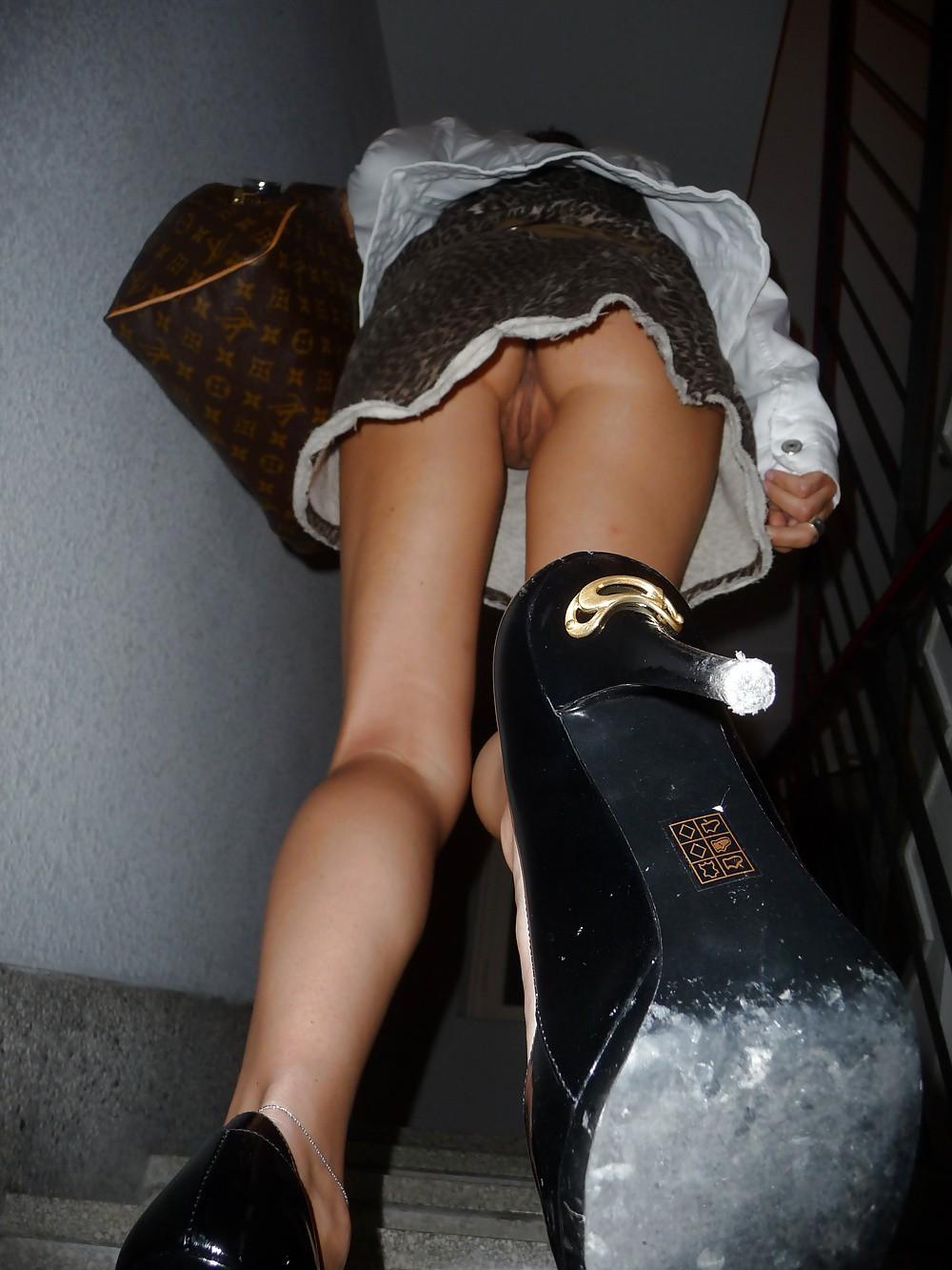 Личные откровенные фото у девушек под юбкой