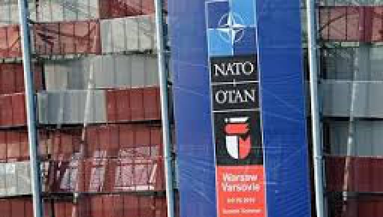 Яценюк призывает НАТО предоставить Киеву оборонительное оружие