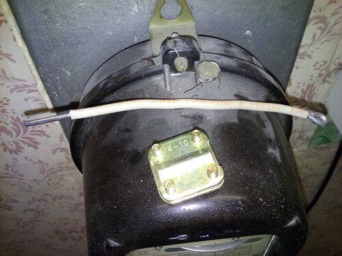 Срочный вызов электрика аварийной службы после отключения электроснабжения квартиры из-за подгорания петли учёта электросчётчика