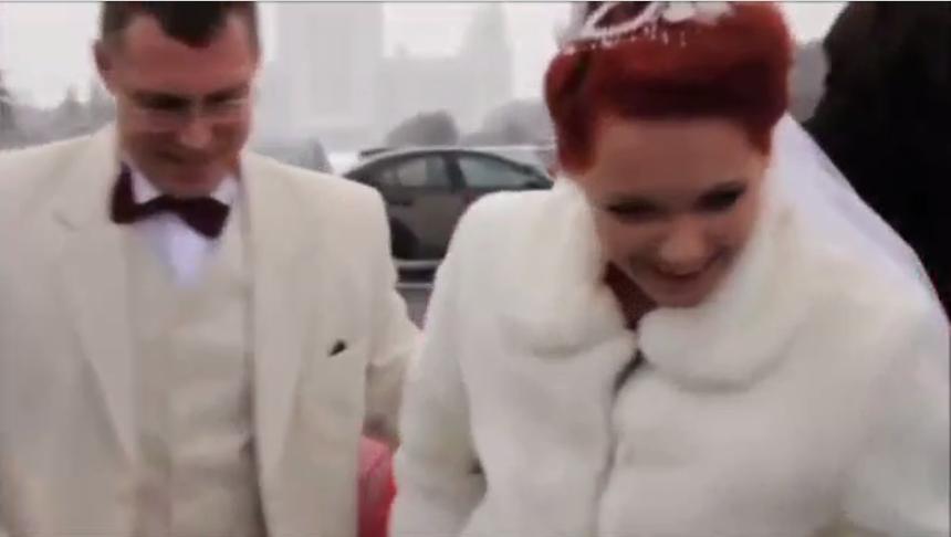 Чья-то свадьба.